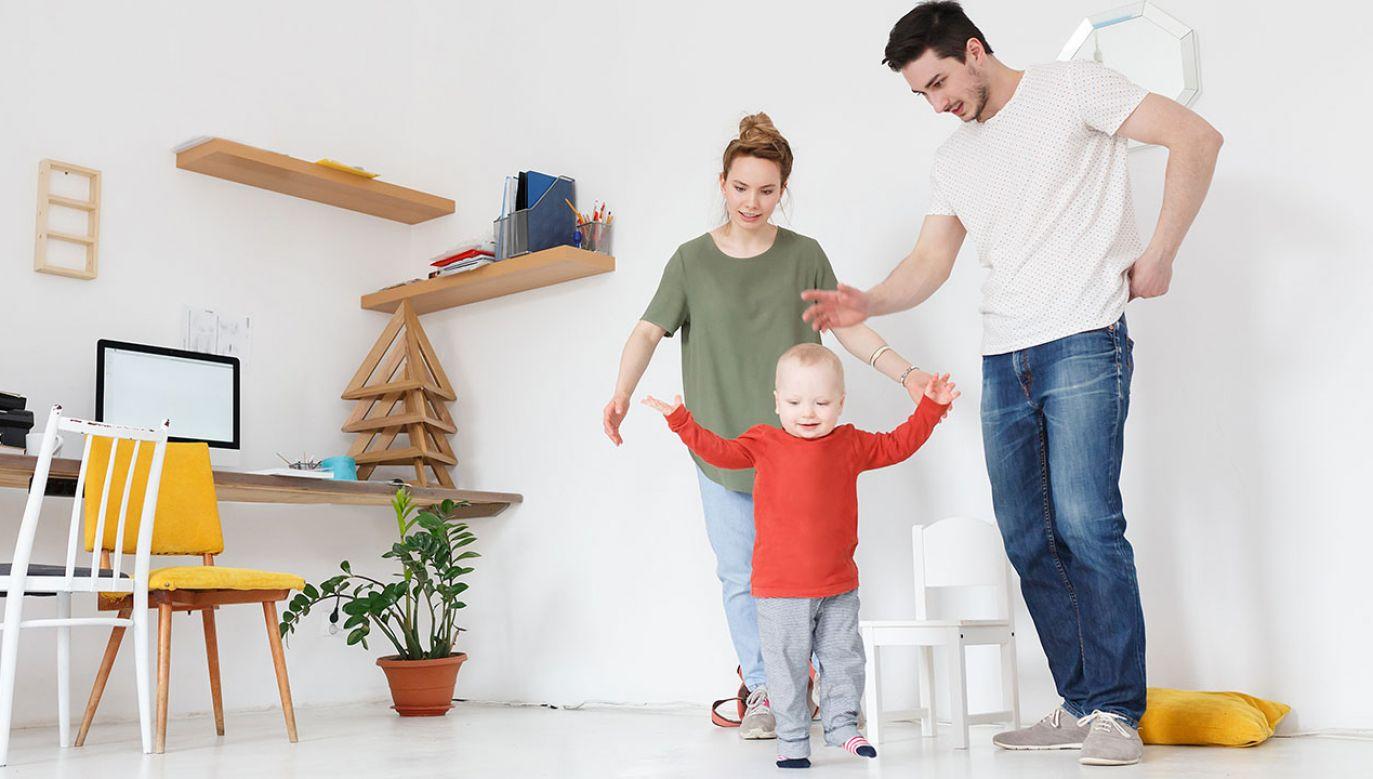 Eksperci wskazują, że osób ubogich w Polsce jest mniej, dzięki m.in. programowi 500 plus (fot. Shutterstock/GingerKitten)