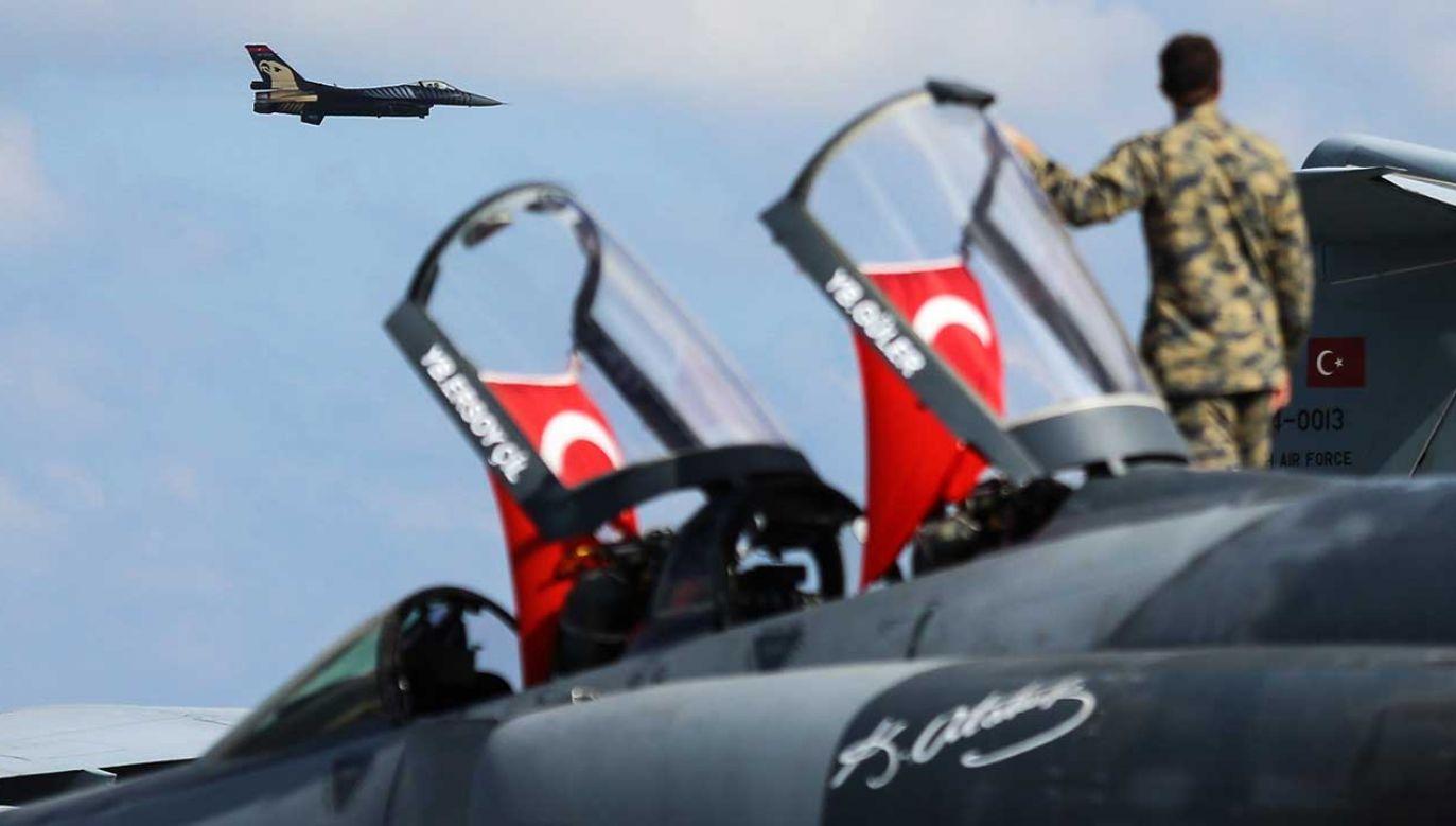 Myśliwce tureckich sił powietrznych podczas pokazów lotniczych w Stambule (fot. Salih Zeki Fazlioglu/Anadolu Agency/Getty Images)