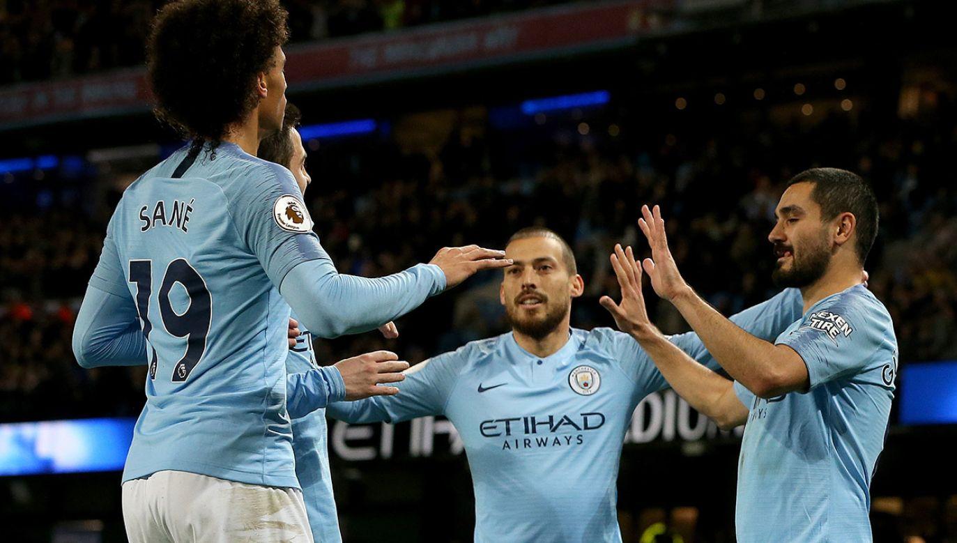 Manchester City, angielski klub piłkarski występujący w Premier League, popadł w poważne problemy  (fot. PAP/EPA/NIGEL RODDIS)