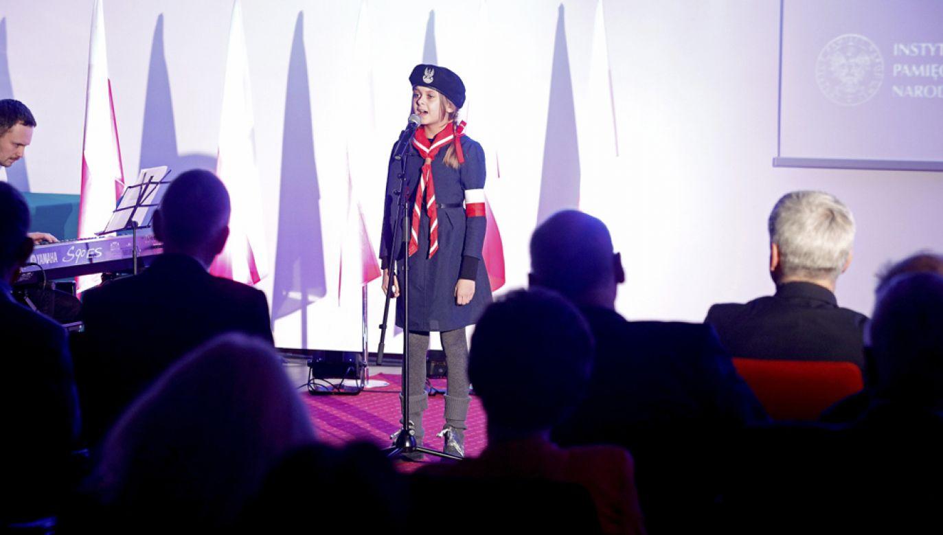 Występ Nikoli Wądołowskiej ze Szkoły Podstawowej nr 21 w Białymstoku (fot. PAP/Artur Reszko)