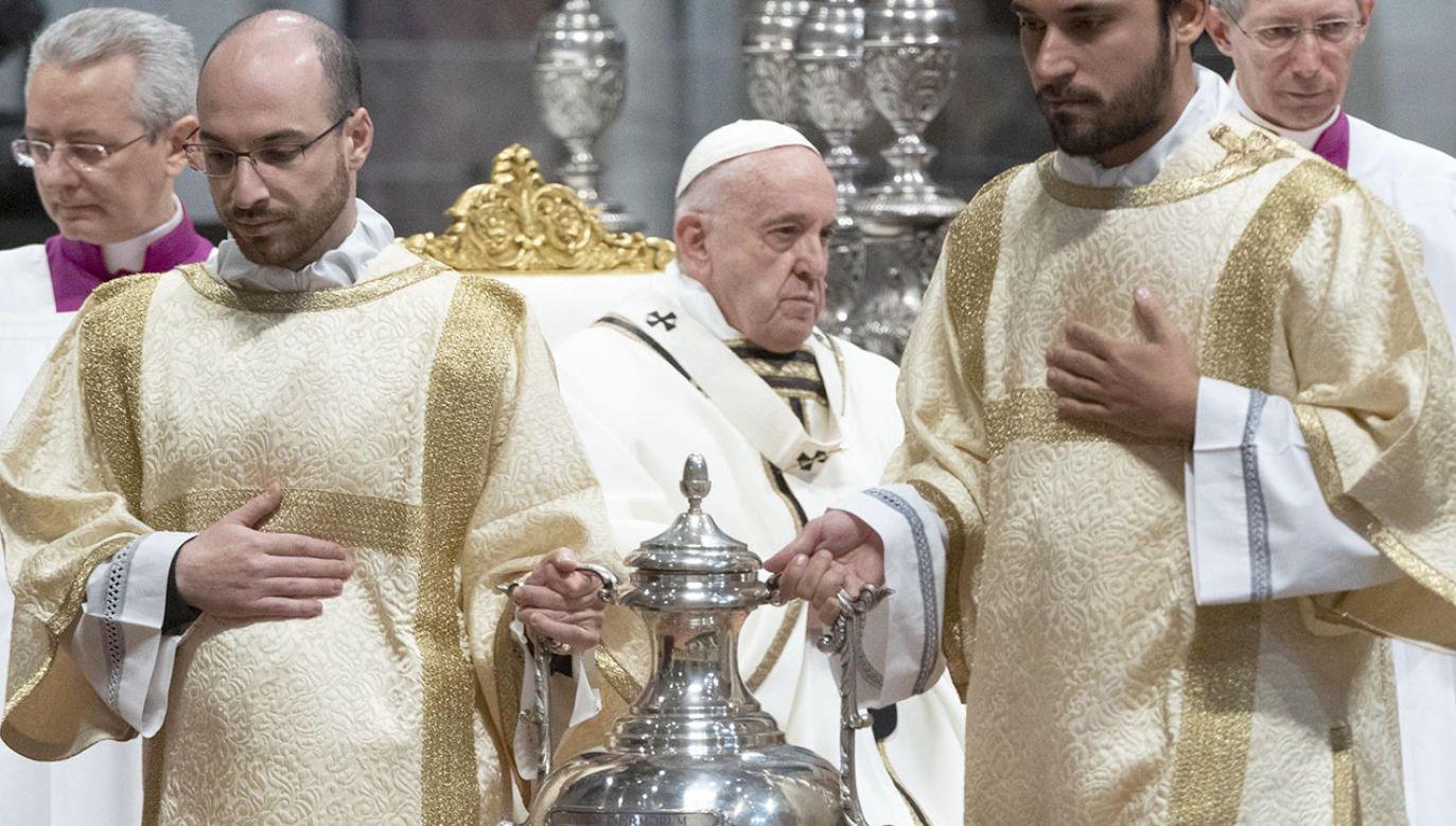 """""""Dla kapłanów wzorcem jest lud"""" (fot. PAP/EPA/CLAUDIO PERI)"""