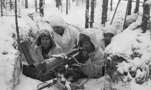 Obsługa fińskiego ckm-u . Fot. Wikimedia Commons/https://finna.fi/Record/sa-kuva.sa-kuva-106977, Domena publiczna
