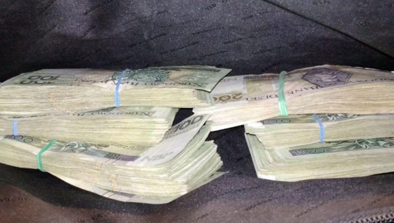 Pieniądze znajdowały się w aktówce (fot. policja.pl)