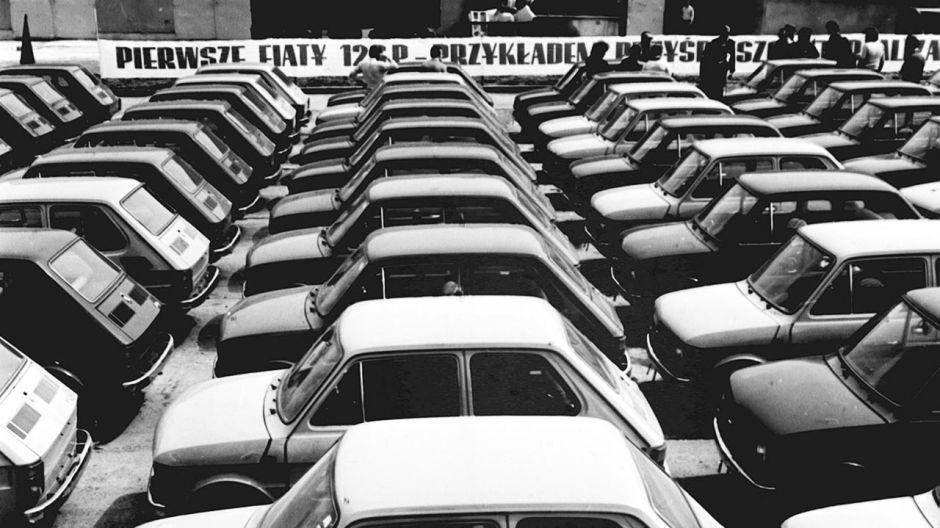 PIERWSZE FIATY 126 P  (fot. arch.PAP/CAF-ARCHIWUM)