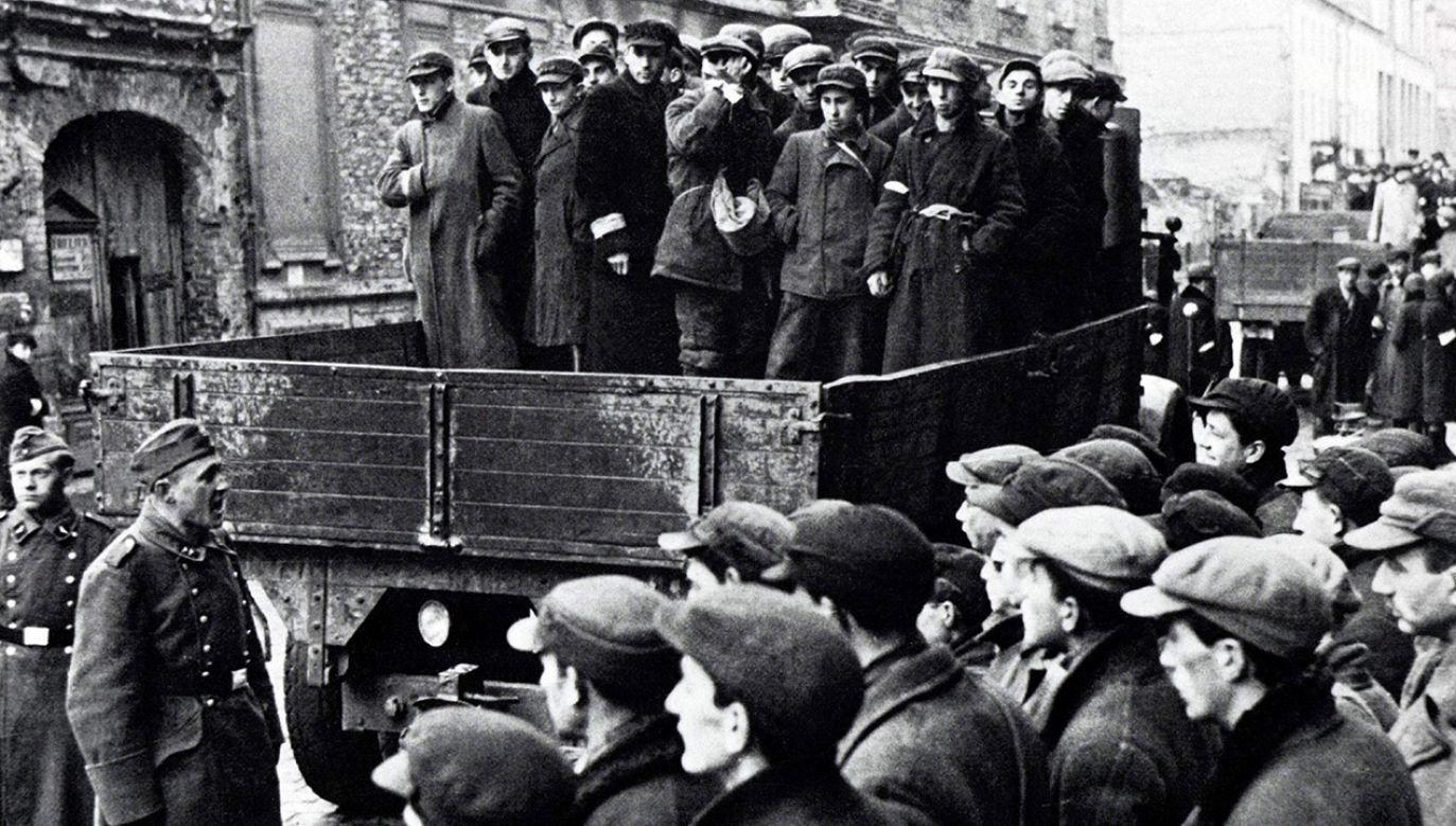 W największej internetowej encyklopedii usuwane są wzmianki o żydowskim pochodzeniu osób współpracujących z Niemcami w czasie Holokaustu (fot.  Universal History Archive/UIG via Getty Images)