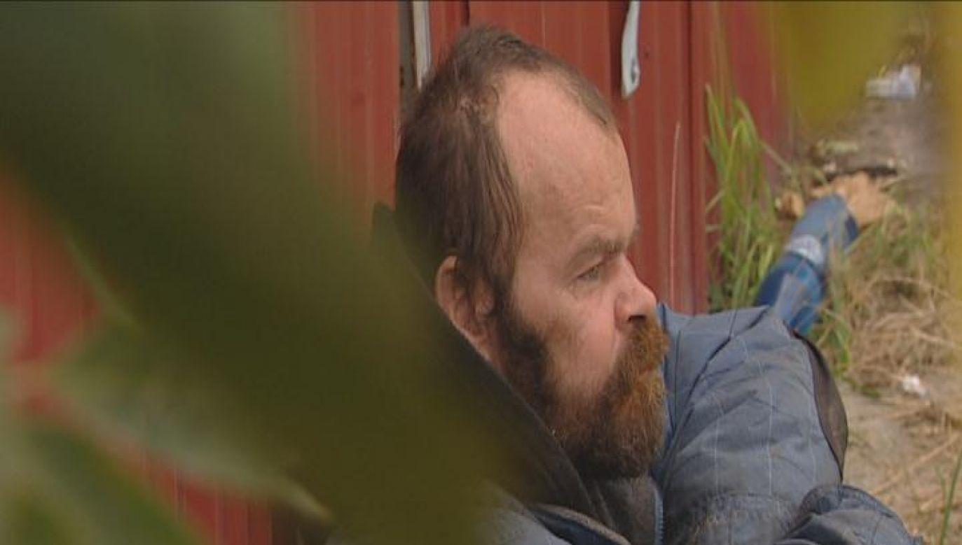 Pomóc bezdomnemu chcieli także strażnicy miejscy, ale on konsekwentnie odmawiał (fot. TVP 3 Lublin)