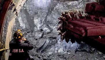 Wiceminister Tobiszowski poinformował, że w ub. roku na każdej tonie sprzedanego węgla kopalnie zarabiały średnio 21,19 zł (fot. arch.PAP/Andrzej Grygiel)