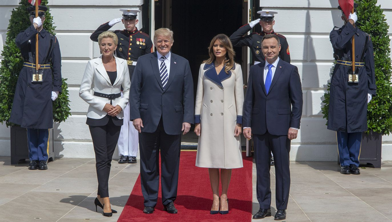 """Goście programu """"Minęła 8"""" rozmawiali o relacjach polsko-amerykańskich (fot. Tasos Katopodis-Pool via Getty Images)"""