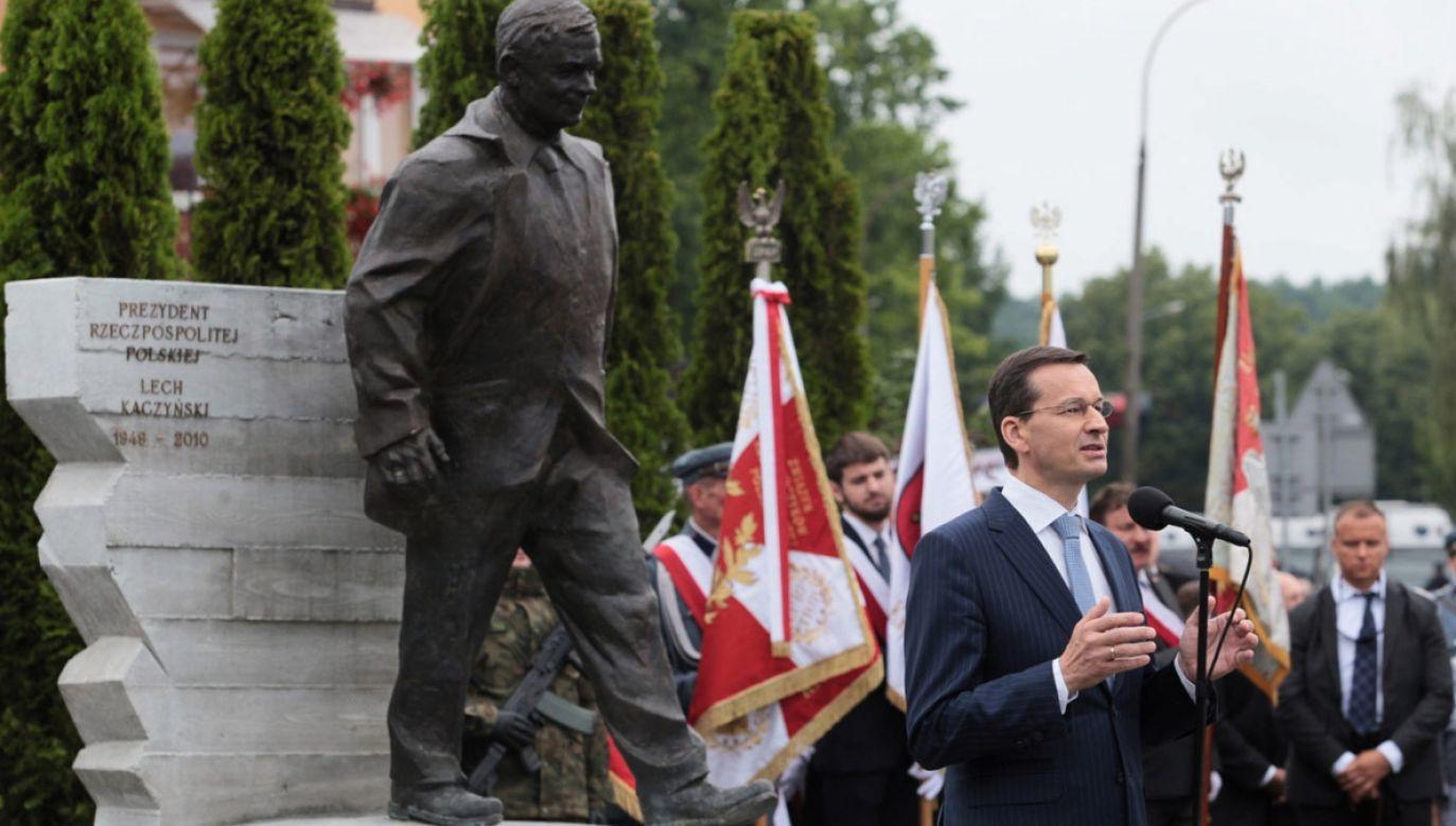 Premier Morawiecki wziął udział w Kraśniku w odsłonięciu pomnika prezydenta Lecha Kaczyńskiego i ofiar katastrofy smoleńskiej (fot. PAP/Wojtek Jargiło)