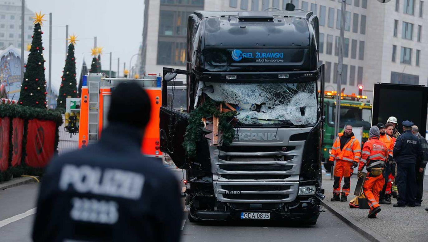 W grudniu 2016 r. zamachowiec Anis Amri wykorzystał ciężarówkę jako swą terrorystyczną broń, rozjeżdżając na śmierć 11 osób i raniąc ponad 70 innych (fot. REUTERS/Hannibal Hanschke)