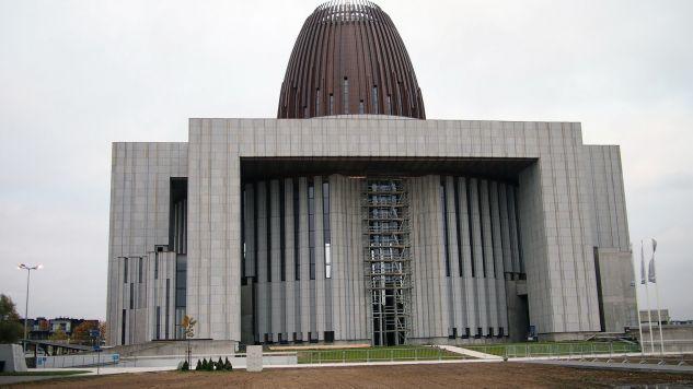 Premier Morawiecki spotkał się z Zygmuntem Solorzem na terenie Świątyni Opatrzności Bożej (fot. flickr.com/Tomasz Przechlewski)