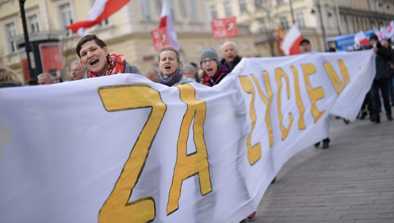 Marsze Życia odbywają się w całej Polsce w okolicach Dnia Świętości życia. Na zdjęciu Narodowy Marsz Życia, 24 marca 2019 r. w Warszawie (fot. PAP/Marcin Obara)