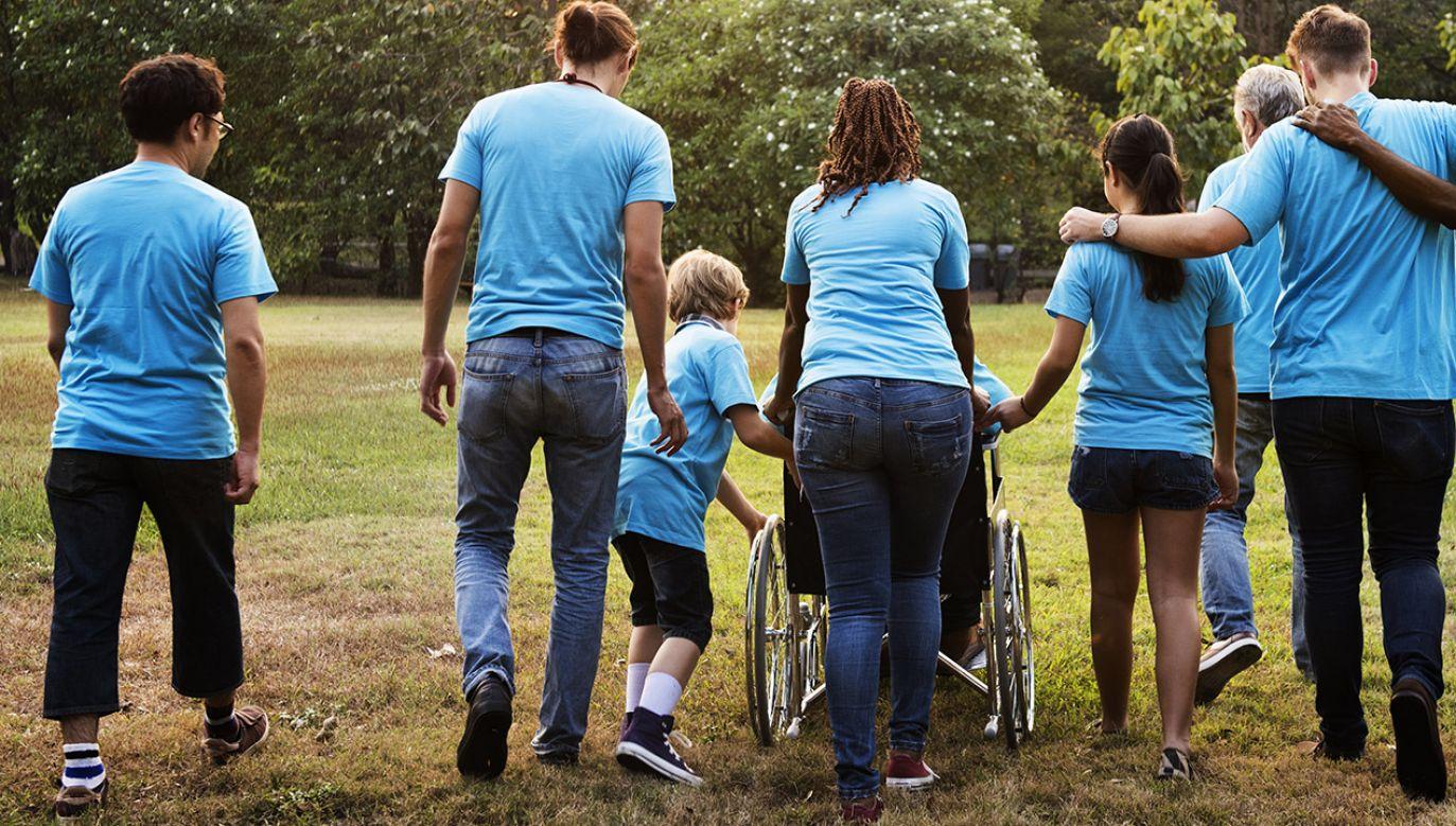 Wsparcie trafi do osób, które oprócz renty socjalnej nie mają innych stałych źródeł utrzymania (fot. Shutterstock/Rawpixel.com)