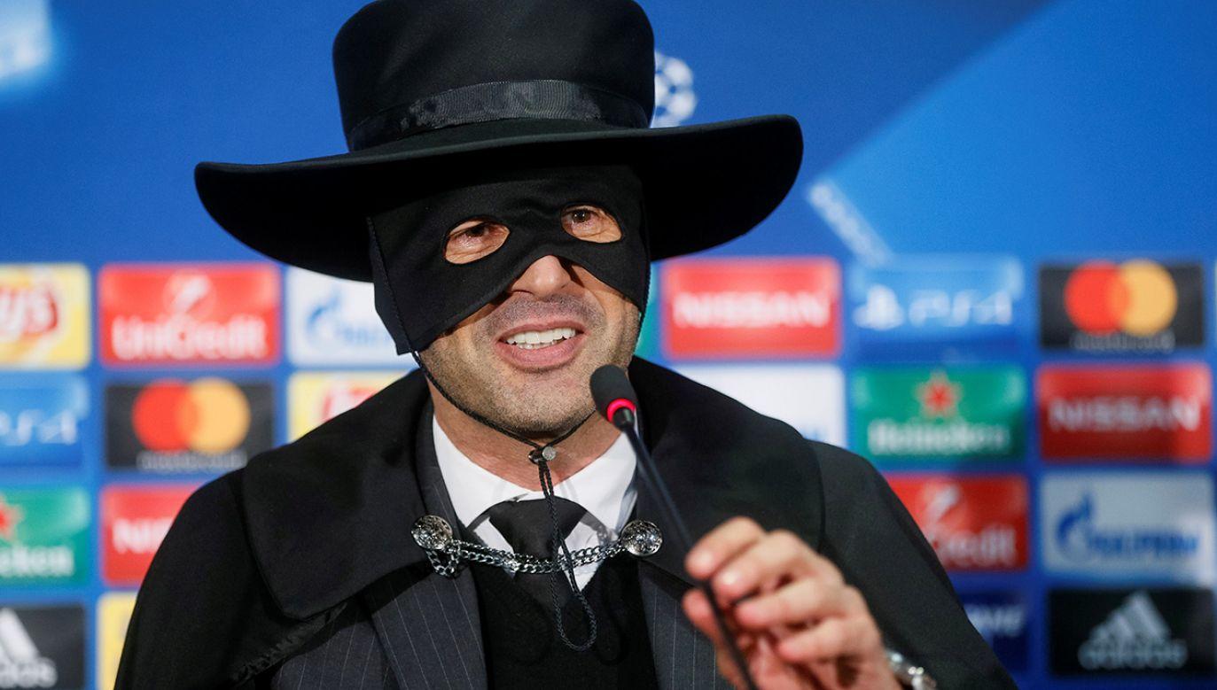 Paulo Fonseca przebrał się za Zorro (fot.  REUTERS/Valentyn Ogirenko)