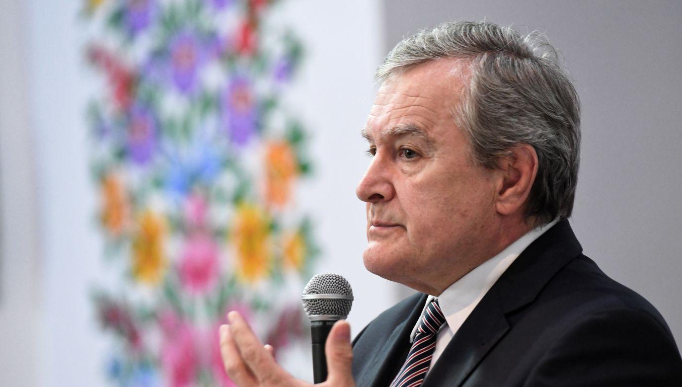 Wicepremier, minister kultury Piotr Gliński podczas spotkania z mieszkańcami Zalipia (fot.  Jacek Bednarczyk, PAP)