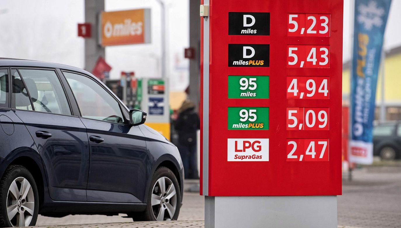 Obniżki cen paliw na stacjach utrzymają się do świąt (fot. arch.PAP/Wojciech Pacewicz, zdjęcie ilustracyjne)