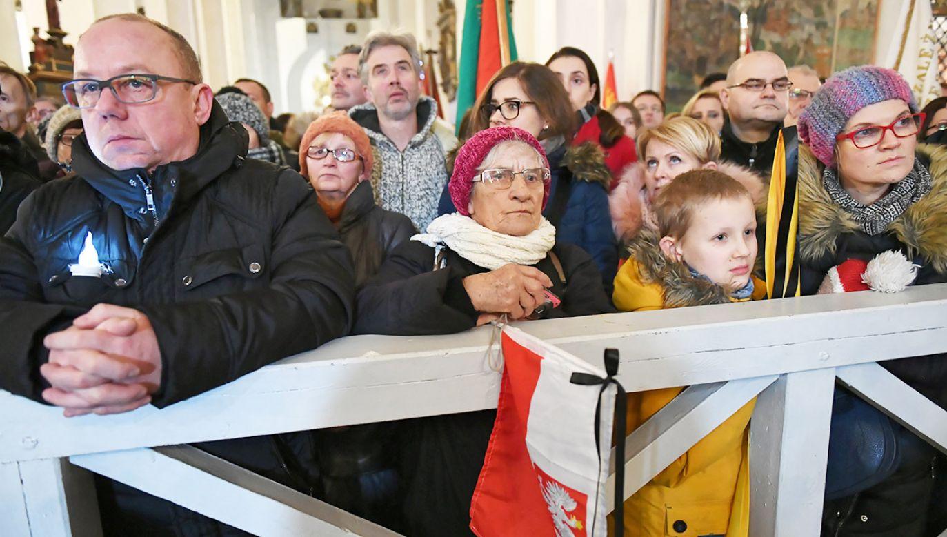W bazylice Mariackiej w Gdańsku trwa uroczysta msza święta w intencji tragicznie zmarłego prezydenta miasta Pawła Adamowicza  (fot. PAP/Adam Warżawa)