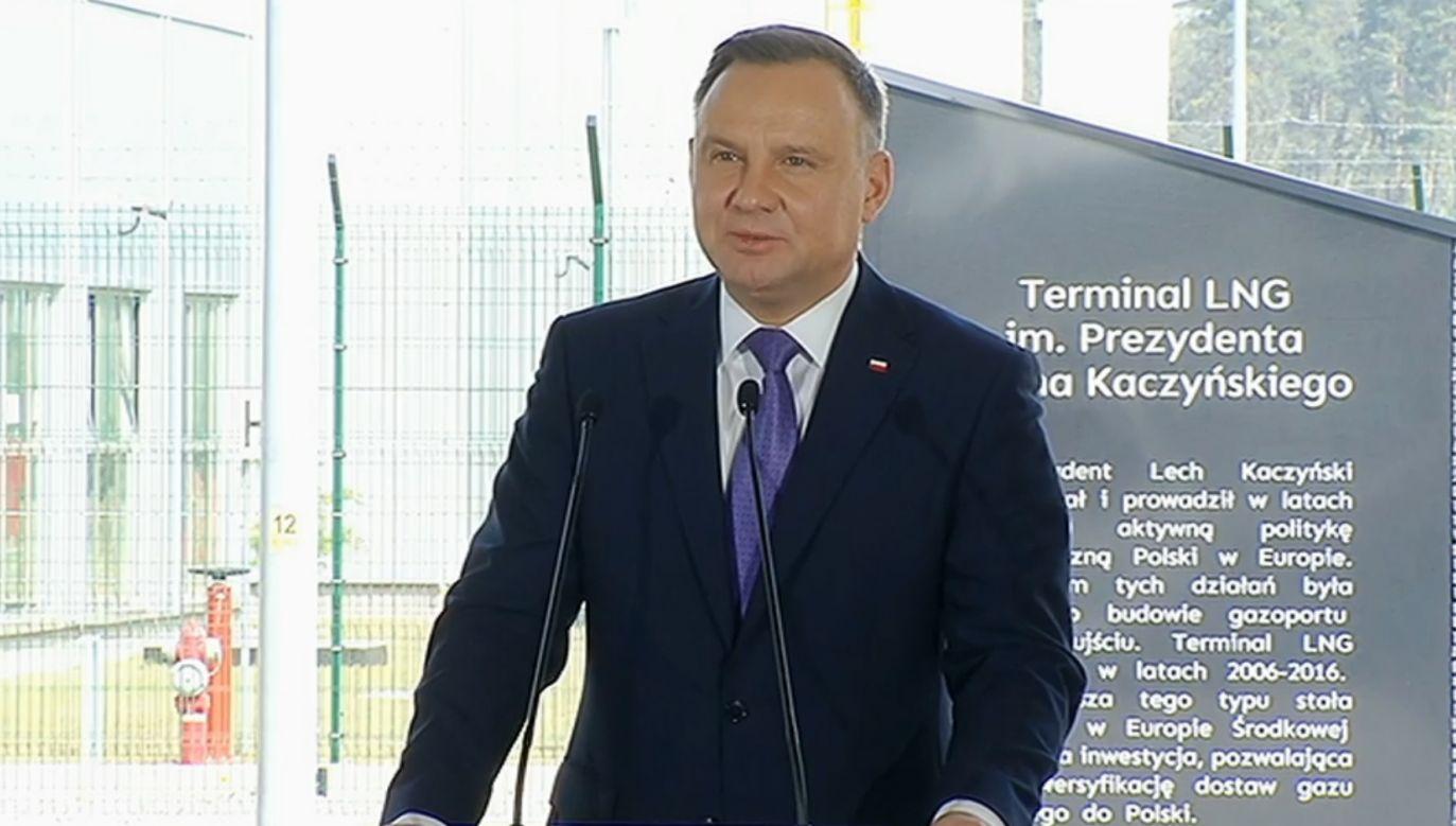 Prezydent Andrzej Duda w gazoporcie w Świnoujściu (fot. TVP Info)