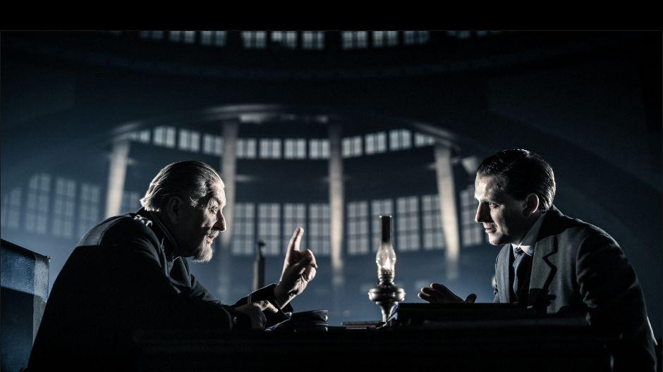 W roli komisarza Heinricha Mühlhausa, przed którym odpowiada Mock występuje Zbigniew Lesień (fot. J. Sosinski/TVP)