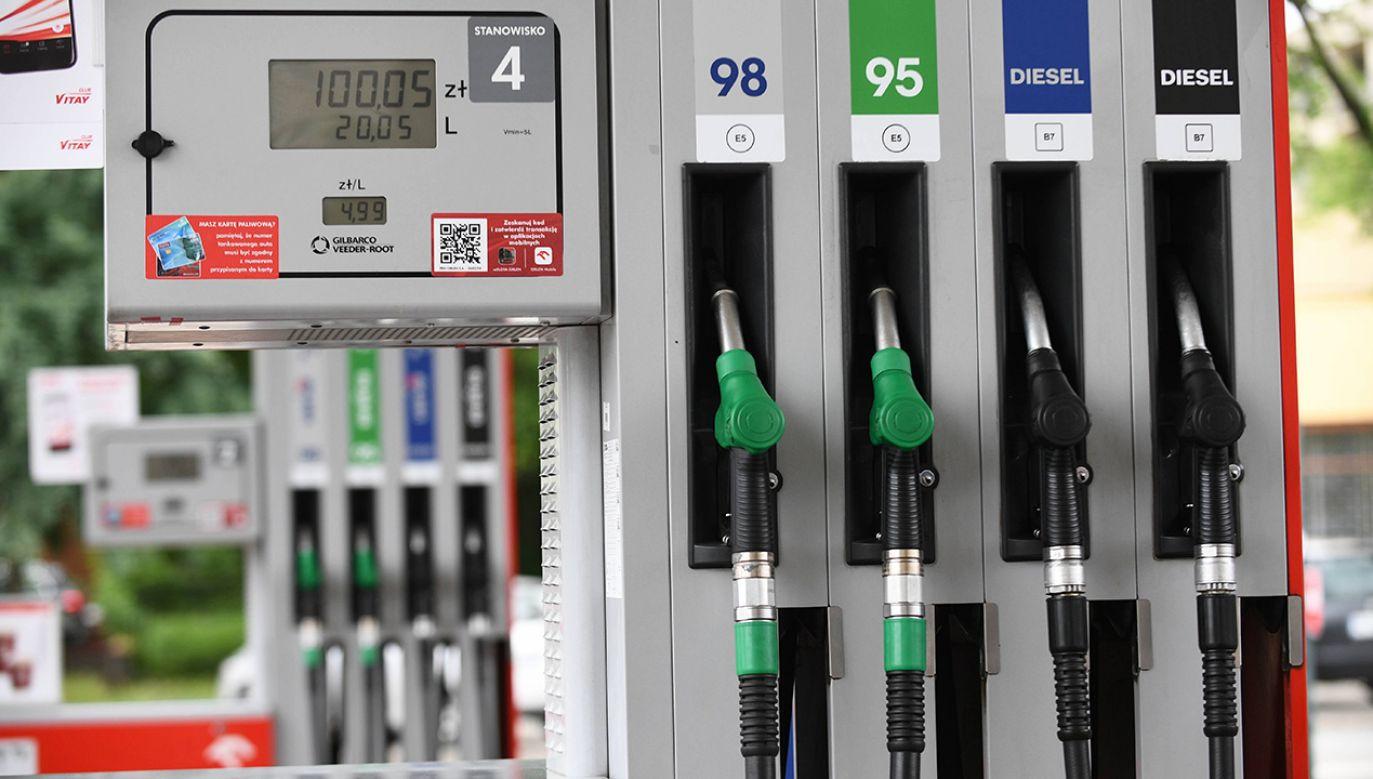 Rosnące ceny paliw na stacjach mnożą pytania o przczyny takiej sytuacji (fot. arch. PAP/Jacek Turczyk)