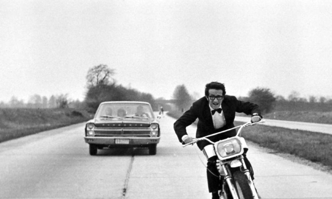 """Prawie jak James Bond na planie filmu """"Motodrama"""" w roku 1971 (fot. arch. TVP)"""