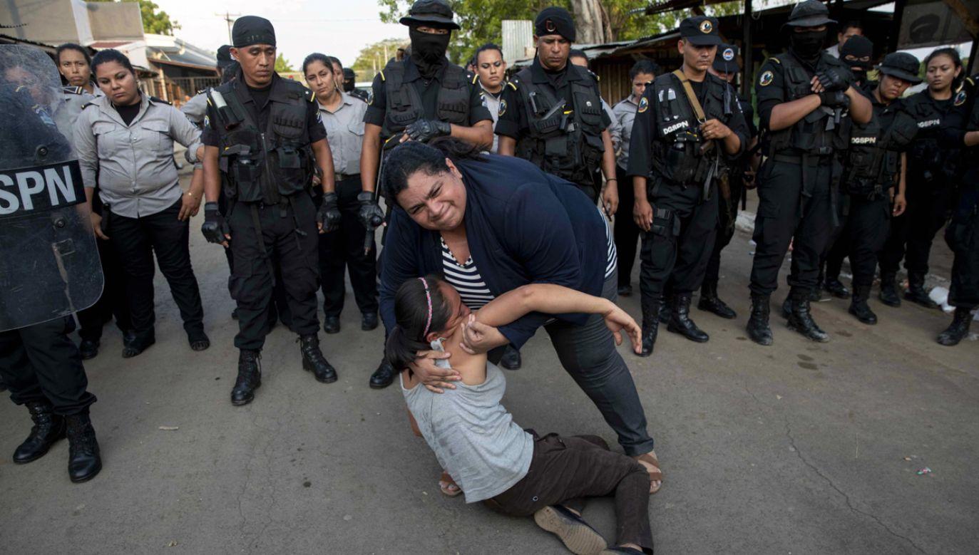 Managua była w piątek sceną gwałtownych demonstracji  (fot.  PAP/EPA/JORGE TORRES)