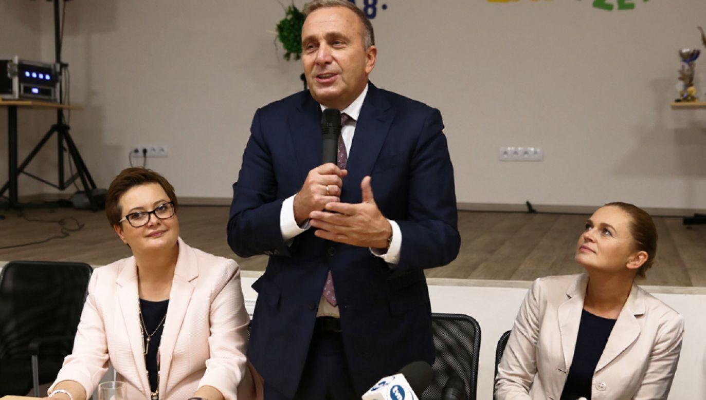 Przewodniczący PO Grzegorz Schetyna (C), przewodnicząca Nowoczesnej Katarzyna Lubnauer (L) i liderka lewicowej Inicjatywy Polska Barbara Nowacka (P)(fot. PAP/Marcin Bednarczyk)