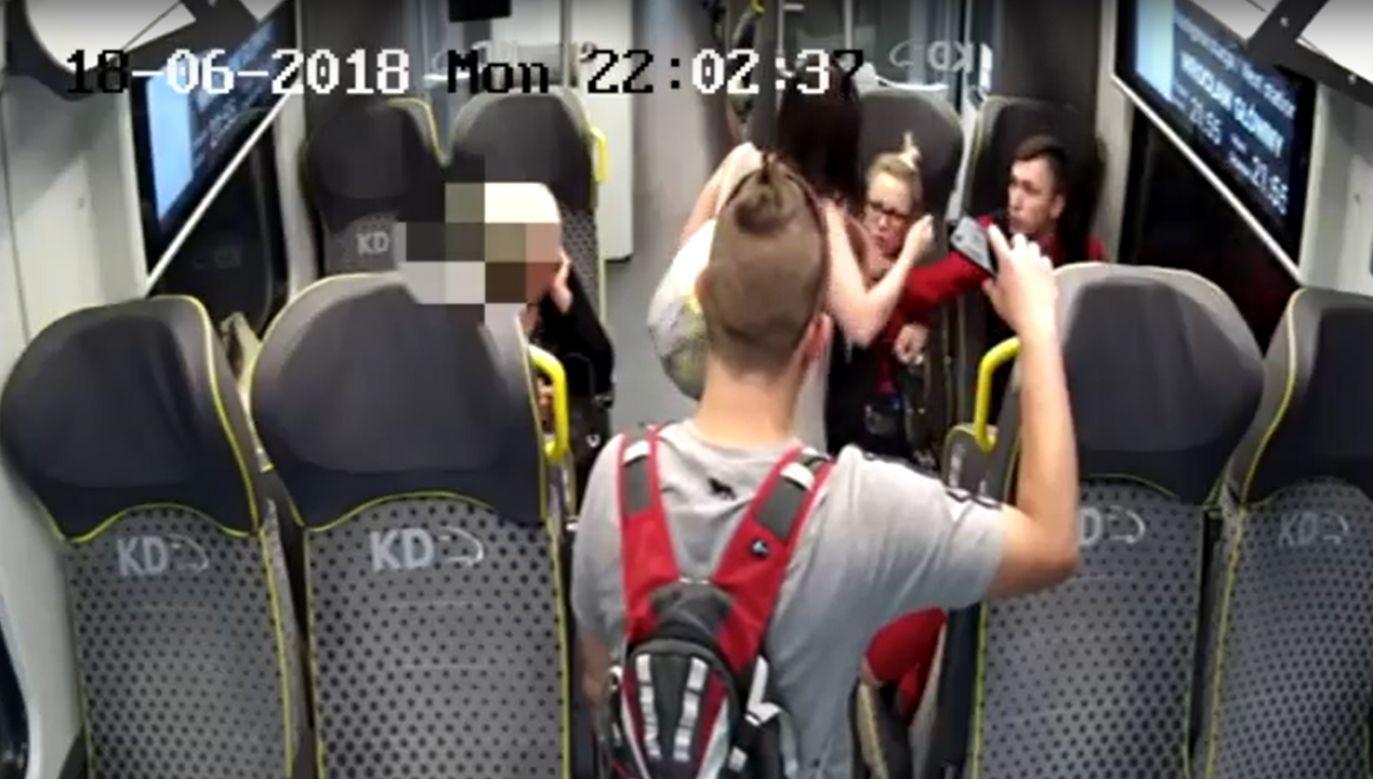 Pasażerka zaatakowała konduktorkę, a następnie jej kolegę (fot. YT/SGVLegnica)
