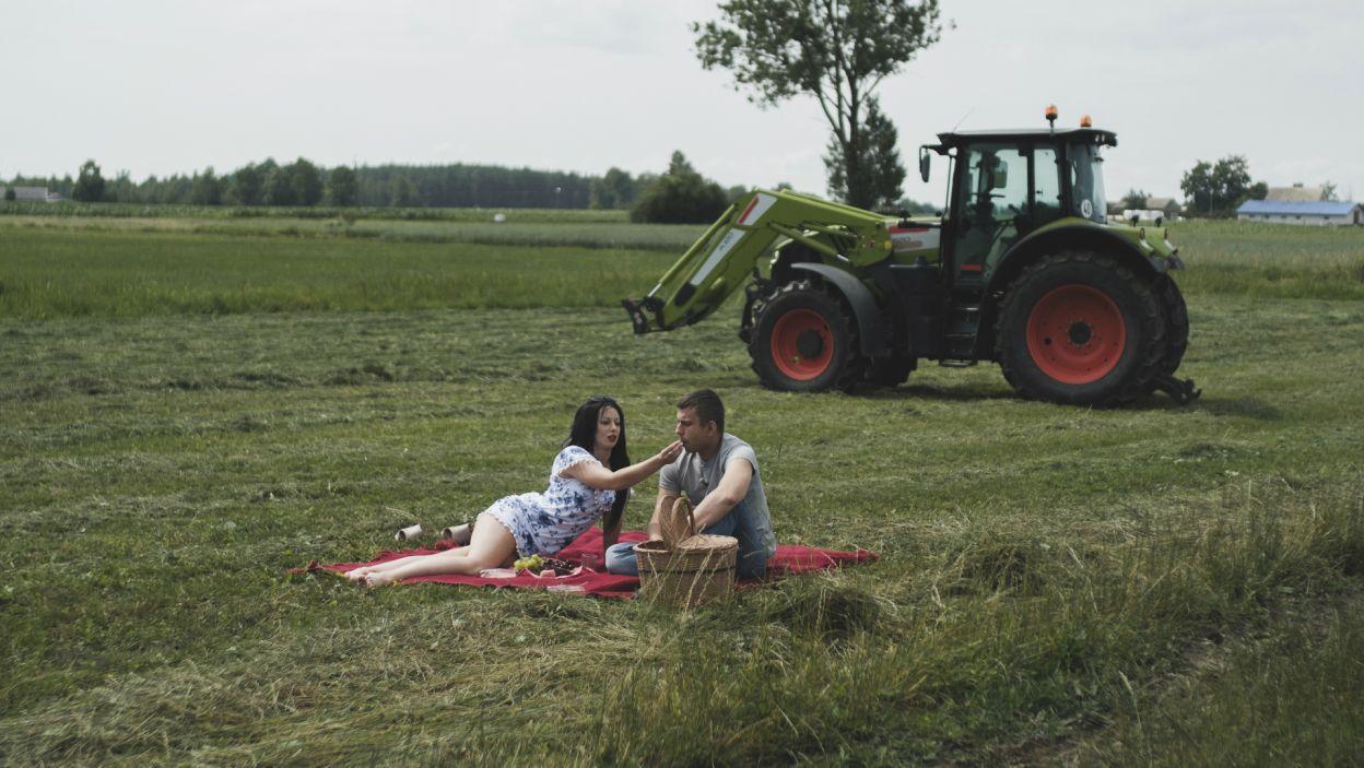 – Nie ma tego czegoś, dlatego na tym etapie chciałbym ci podziękować – powiedział Krzysztof. Jessica musiała pożegnać się z rodziną rolnika i opuścić dom (fot. TVP)