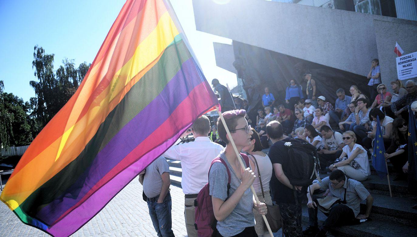 Prof. Gardocka uważa, że powinno się uwzględnić w prawie potrzeby osób LGBT (fot. arch.PAP/Jacek Turczyk, zdjęcie ilustracyjne)