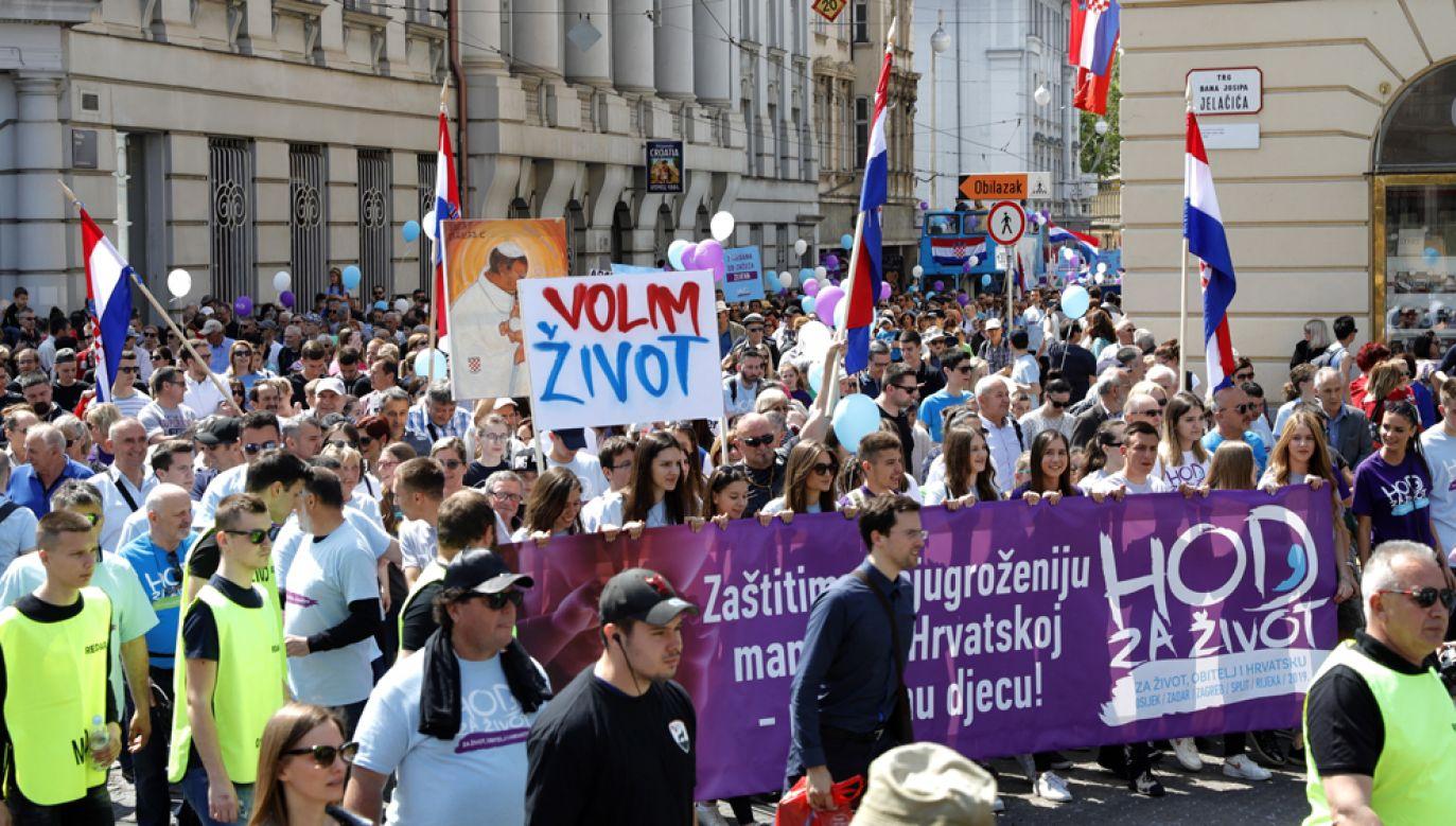 Według organizatorów nawet kilkanaście tysięcy osób wzięło udział w marszu w stolicy kraju, Zagrzebiu (fot. PAP/EPA/ANTONIO BAT)