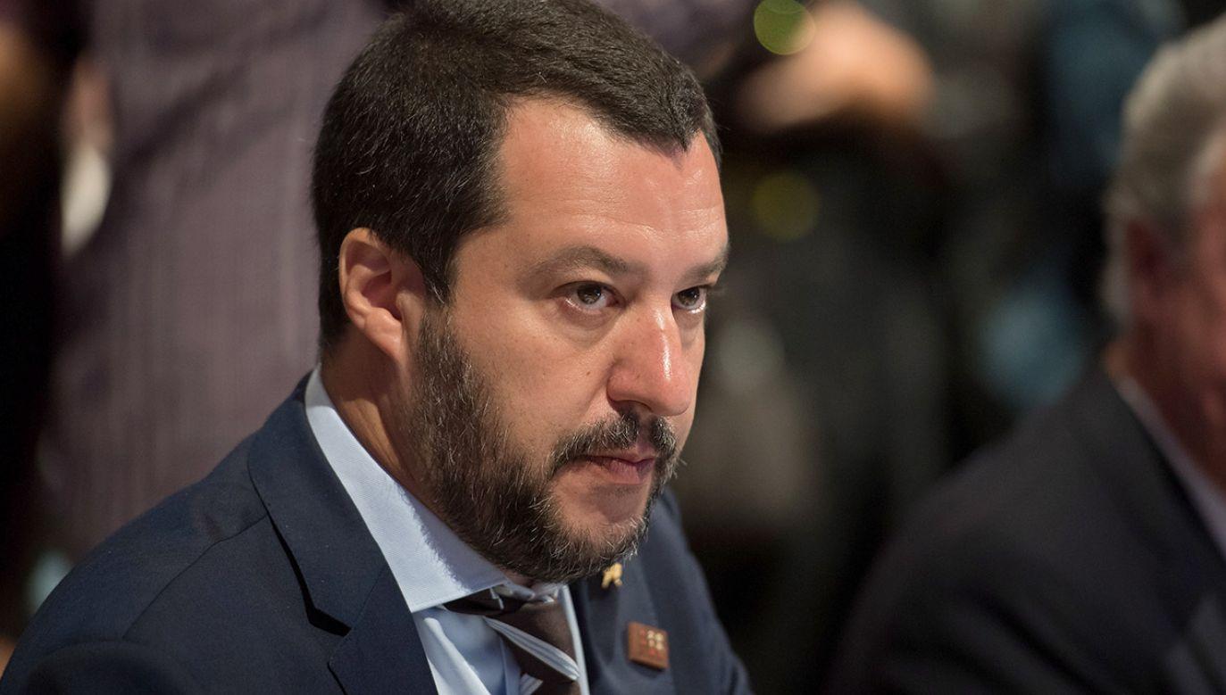 Szef MSW Matteo Salvini odniósł się do tzw. wtórnych ruchów migracyjnych między państwami UE (fot. PAP/EPA/DANIEL KOPATSCH)