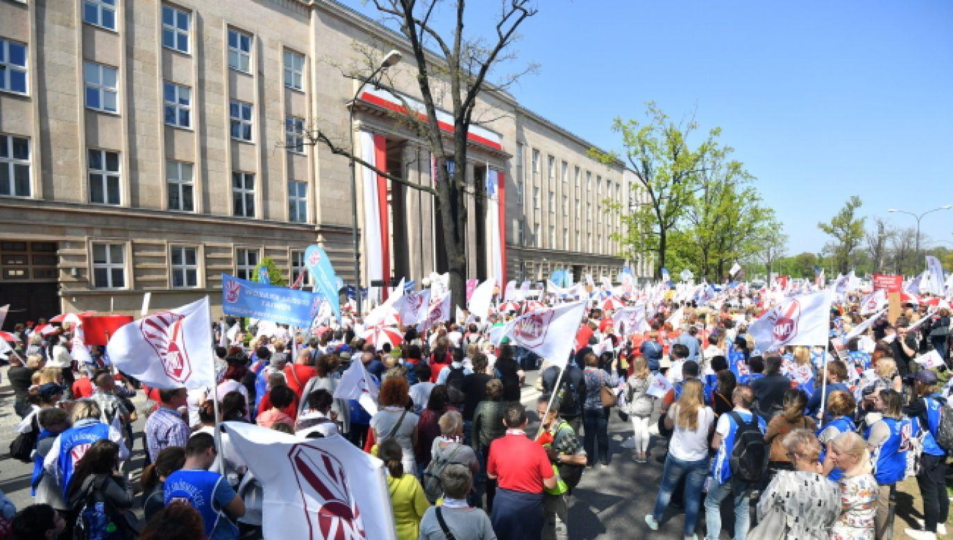 Ogólnopolska manifestacja ZNP w Warszawie (fot. PAP/Bartłomiej Zborowski)