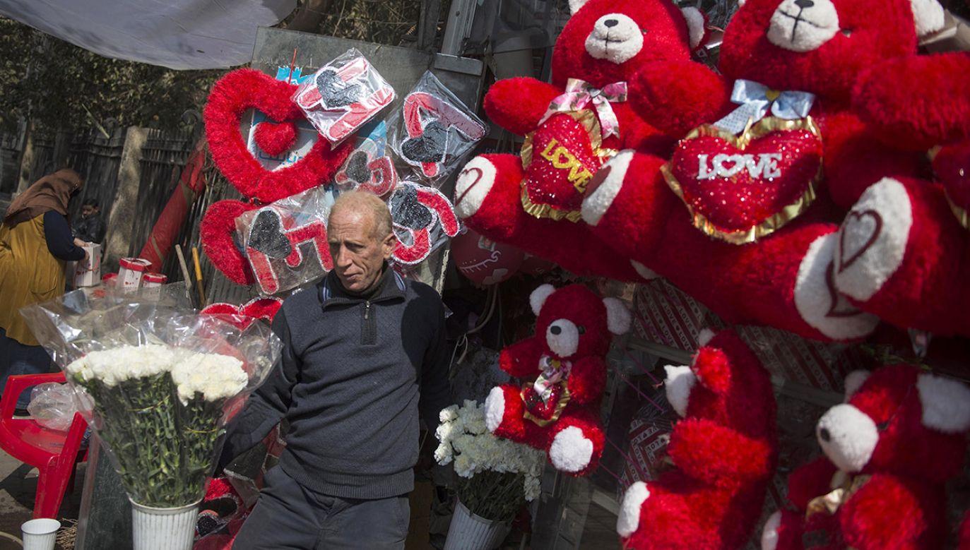 Dzień św. Walentego stał się prawdziwym świętem zakochanych dopiero w średniowieczu (fot. PAP/EPA/MOHAMED HOSSAM)