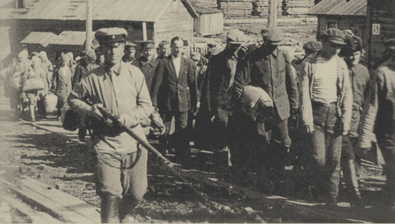 W biografii Gustawa Herlinga-Grudzińskiego kluczowym doświadczeniem była niewola w sowieckim łagrze. Na zdjęciu: obóz na Sołowkach, lata 20. Fot. Fine Art Images/Heritage Images/Getty Images