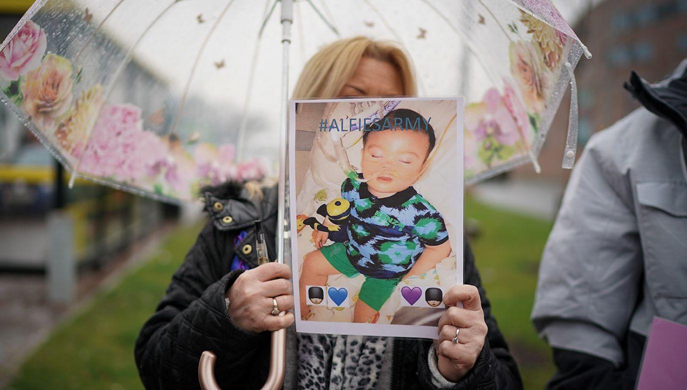 2-letni Alfie Evans cierpi na poważne uszkodzenie mózgu (fot. Christopher Furlong/Getty Images)