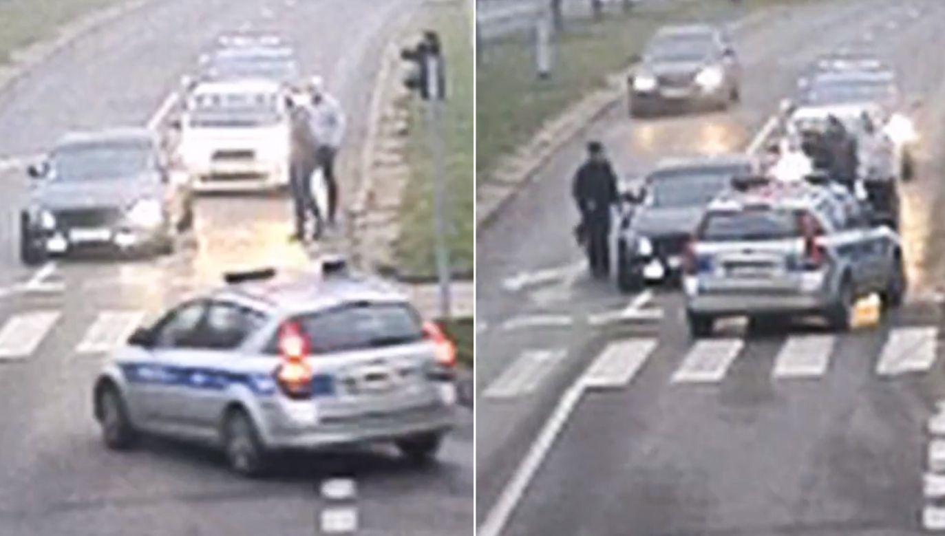 Kierowca nie reagował na stukanie w szybę (fot. Policja Olsztyn)