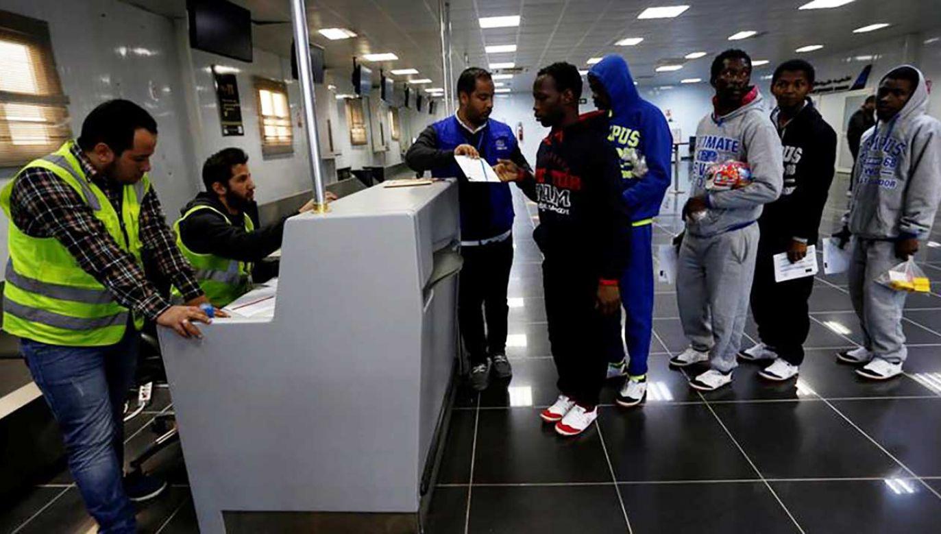Na mocy dwustronnego porozumienia nielegalni imigranci mieli zostać odesłani samolotem czarterowym do Tunezji (fot. REUTERS/Ismail Zitouny)
