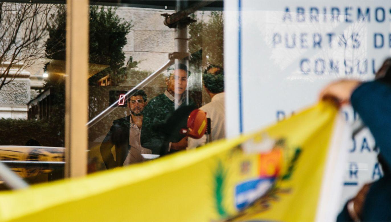 Wenezuelska opozycja przejęła kontrolę m.in. nad konsulatem w Nowym Jorku (fot. PAP/EPA/ALBA VIGARAY)