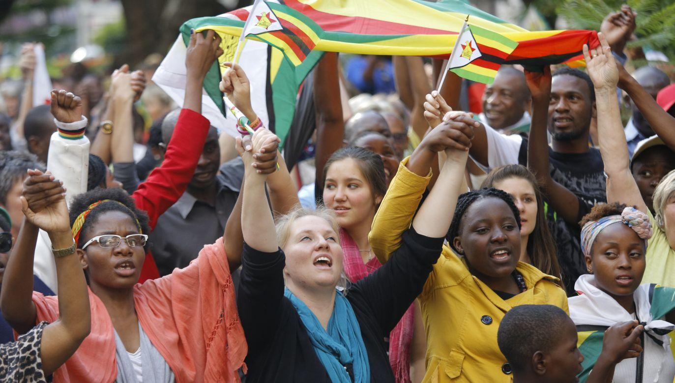 Wielotysięczne demonstracje w Zimbabwe (fot. PAP/EPA/KIM LUDBROOK)