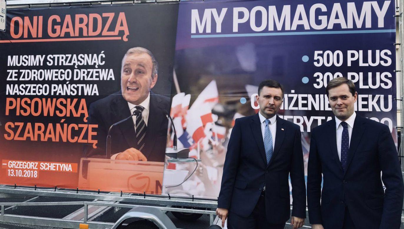 Nowa kampania billboardowa PiS (fot. tt/@LukaszSchreiber)