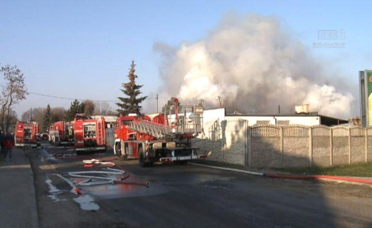 Pożar w zakładzie produkującym znicze w Małej Nieszawce