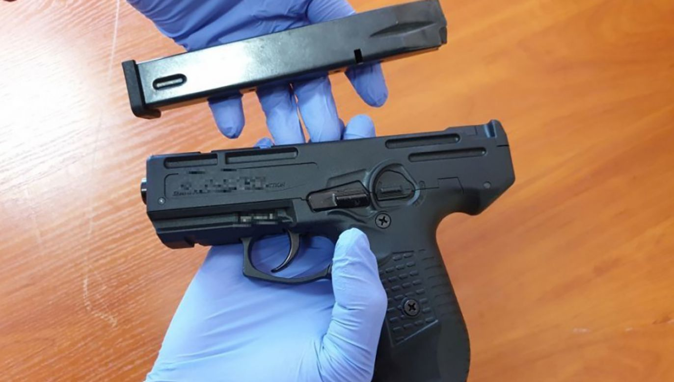 W mieszkaniu Leszka J. policjanci znaleźli pistolet gazowy, na który podejrzany nie miał pozwolenia (fot. swietokrzyska.policja.gov.pl)