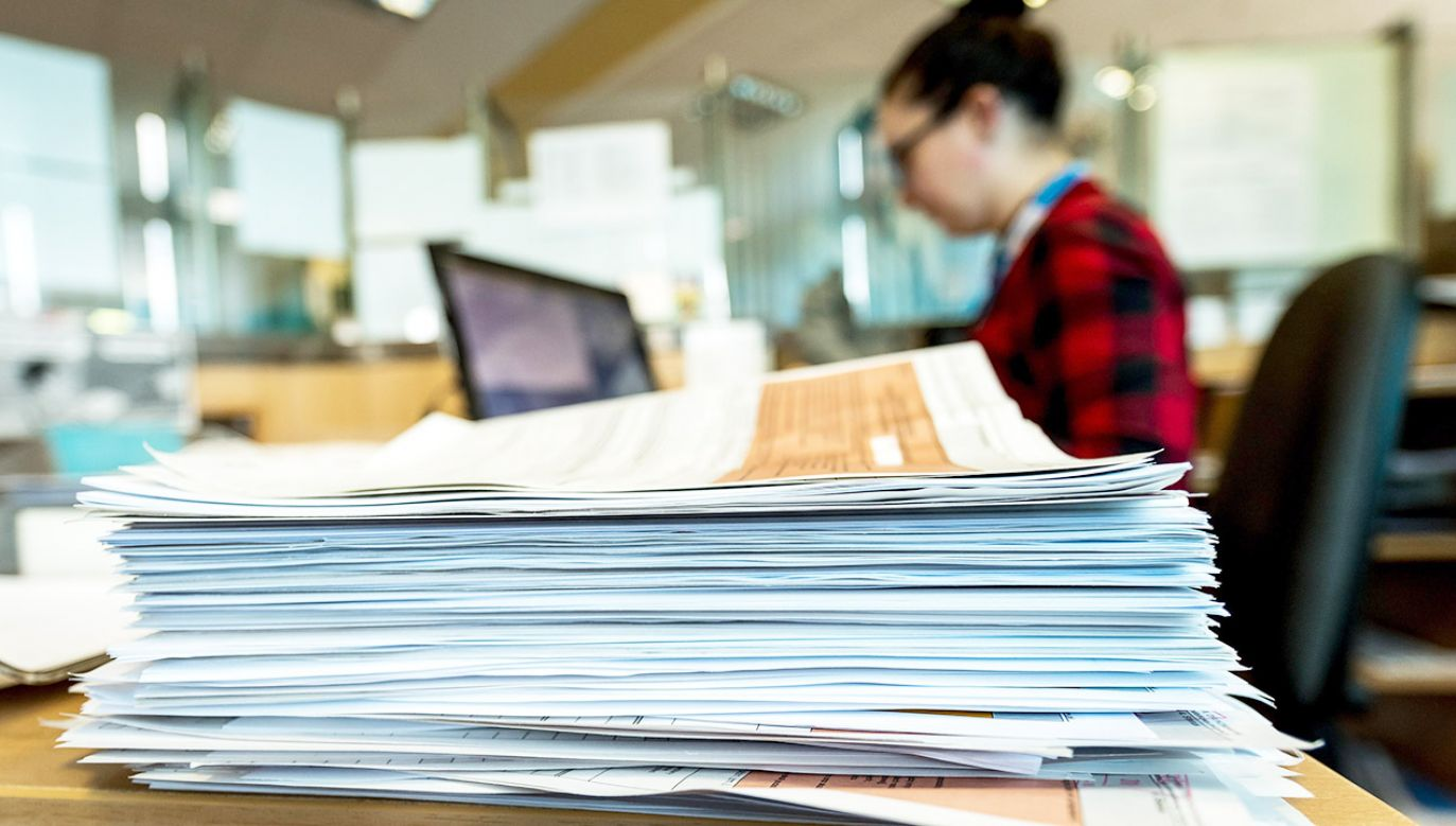 Rozliczenie roczne w formie papierowej zastępuje usługa Twój e-PIT (fot. arch.PAP/Tytus Żmijewski)