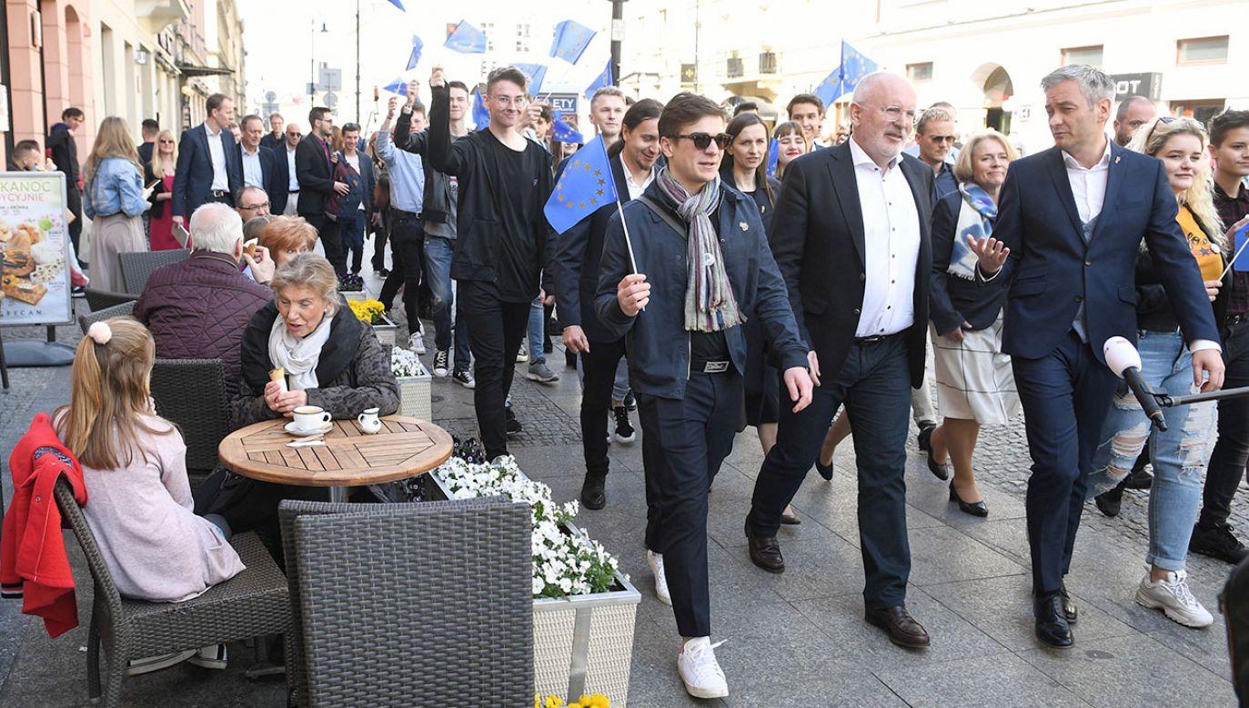 Na początku kwietnia Timmermans wsparł kampanię Roberta Biedronia (fot. PAP/Radek Pietruszka)