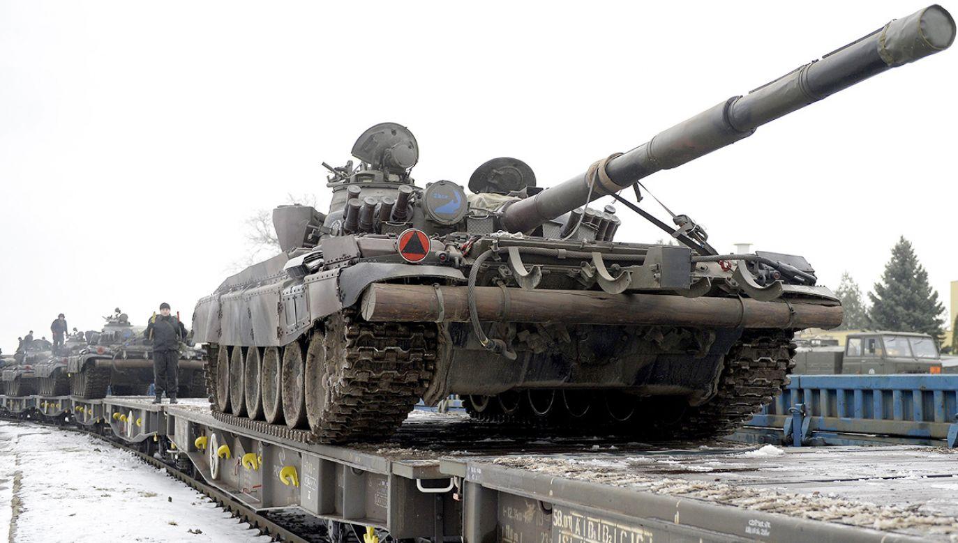 Według gazety kilkadziesiąt starych czołgów T-72, według najnowszych rozkazów pozostanie w kraju (fot. arch.PAP/Darek Delmanowicz)