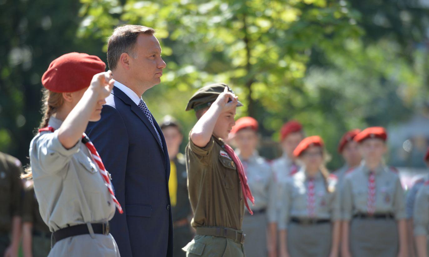 W uroczystości Prezydentowi towarzyszyli również harcerze (fot. PAP/Jacek Turczyk)