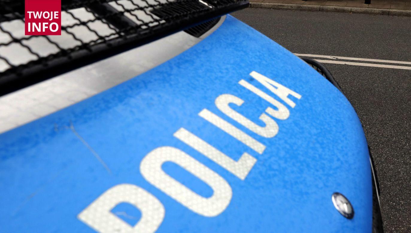 Ciało bezdomnego mężczyzny znalezione w opuszczonym kiosku (fot. PAP/Tomasz Gzell)