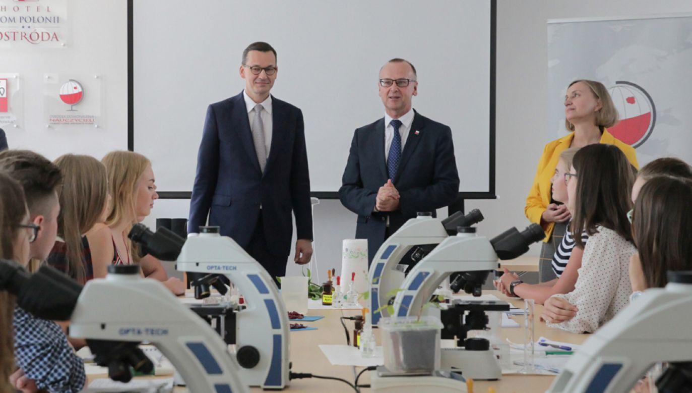 Premier Mateusz Morawiecki podczas spotkania z młodzieżą pochodzenia polskiego z Litwy, Ukrainy i Białorusi (fot. PAP/Tomasz Waszczuk)