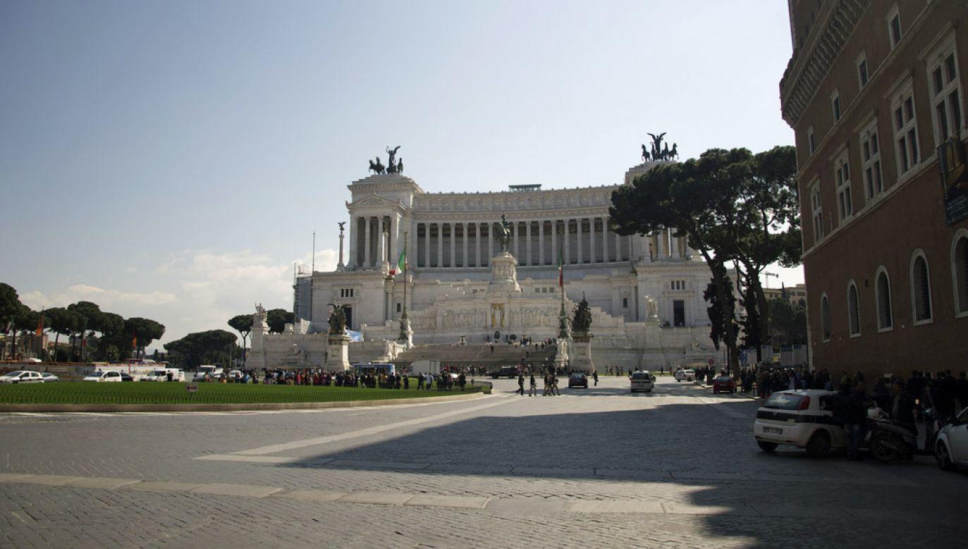 Mieszkanka Rzymu domagała się od władz miasta odszkodowania za upadek na placu Weneckim (flickr.com/ Aleksandr Zykov)